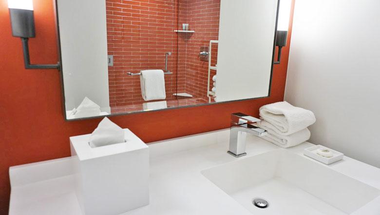 O banheiro do quarto do Park MGM.