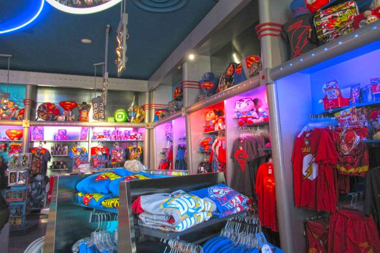 Uma das lojas recheadas de produtos dos heróis.