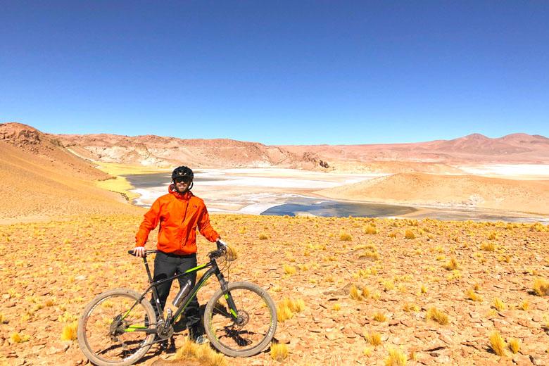 Um passeio de bicicleta pelas mais belas paisagens do deserto.