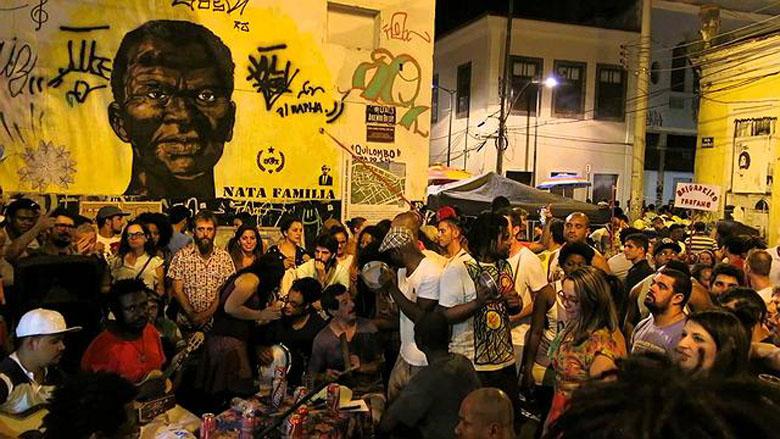 O samba da Pedra do Sal é a definição de tradição e resistência cultural. FOTO: Blog Travel Experiences.