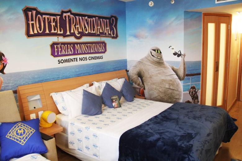 A cama de casal também está no clima do filme.
