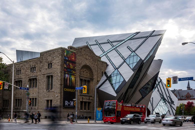 O imponente Royal Ontario Museum.
