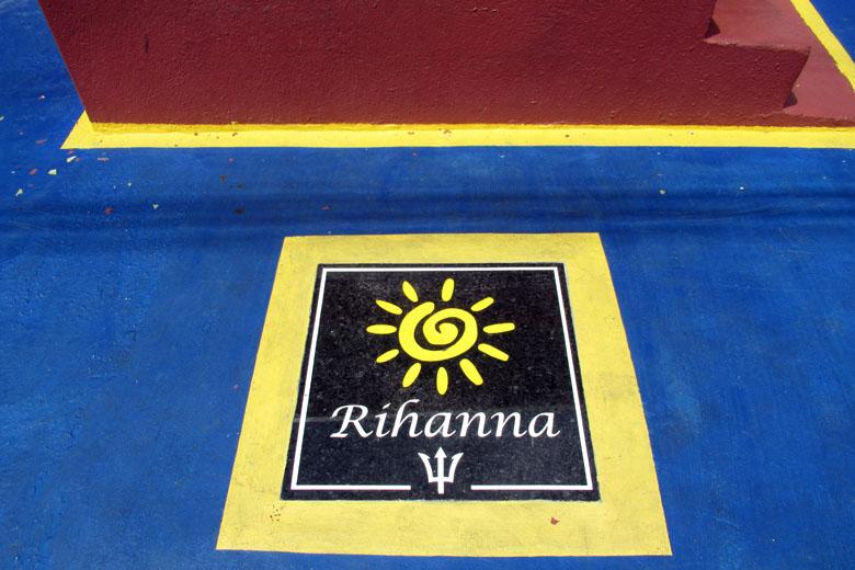 [https://www.falandodeviagem.com.br/imagens20/RihannaDrive3.jpg]