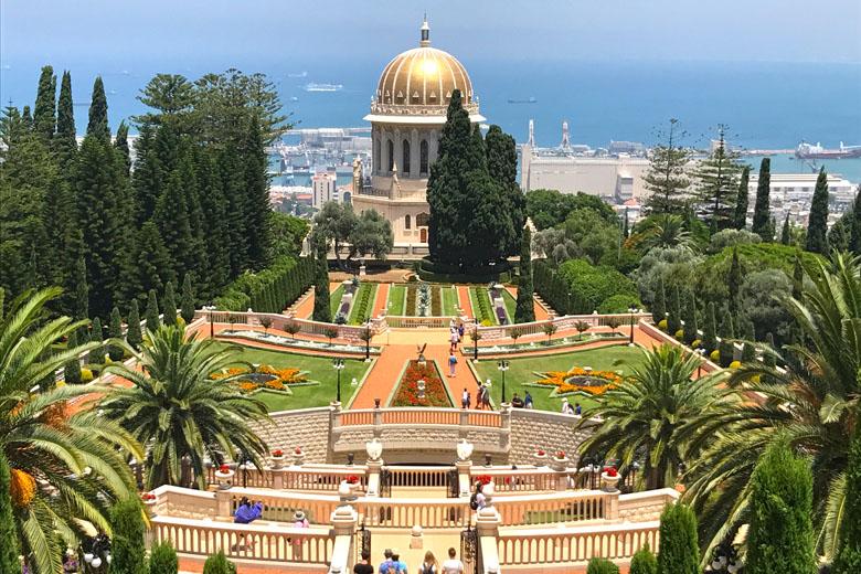 Haifa é a terceira maior cidade de Israel e seu principal cartão-postal são seus jardins suspensos.