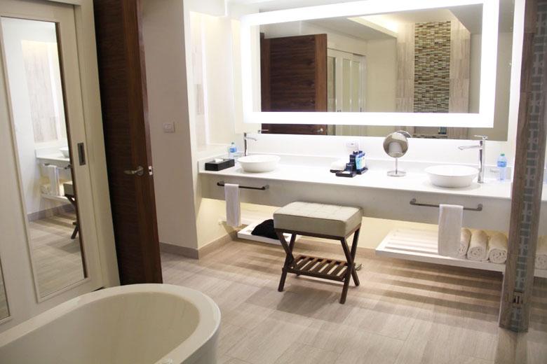 O espaço é ótimo e a banheiro o destaque.