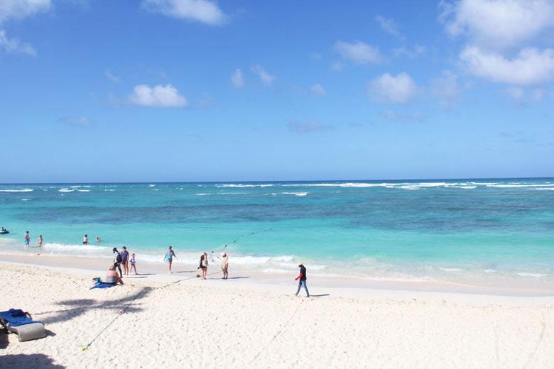 A belíssima praia em frente ao hotel.