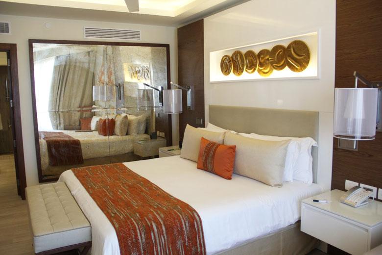 A decoração moderna e arrojada do quarto agrada bastante.