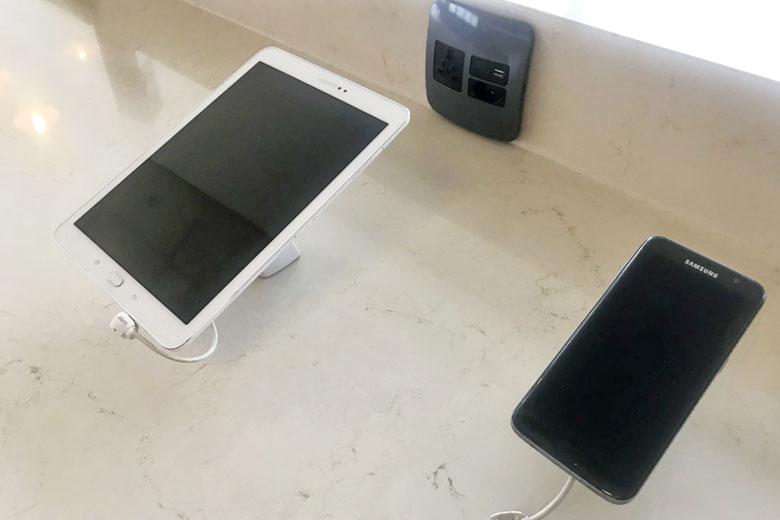 A Samsung oferece smartphones e tablets para uso gratuito.