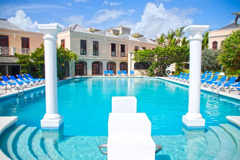 A mesma piscina, agora em outro ângulo.