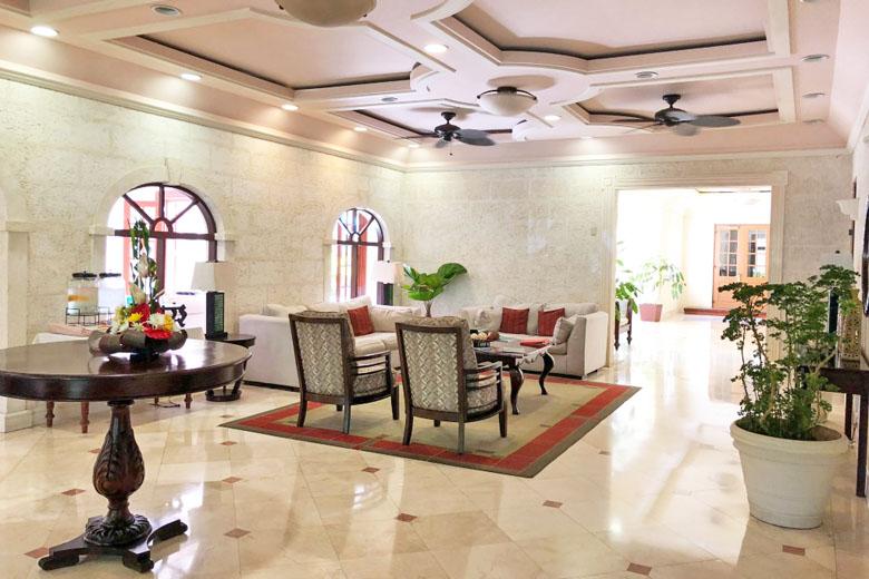 O charme colonial do lobby.