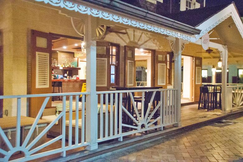 O nome do bar 1887 faz alusão ao ano de inauguração do The Crane.