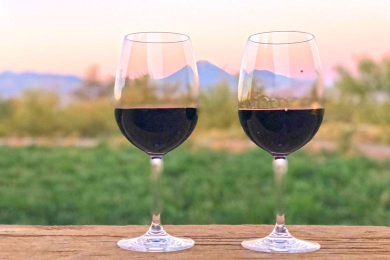 Um belo vinho chileno para apreciar o entardecer no deserto.