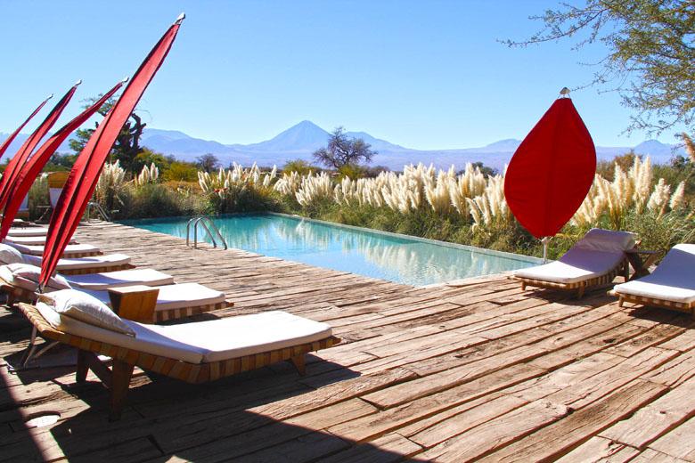 A linda área da piscina do Tierra Atacama.
