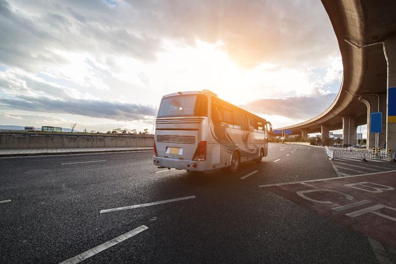 Viajar de ônibus está sendo uma ótima opção para economizar.