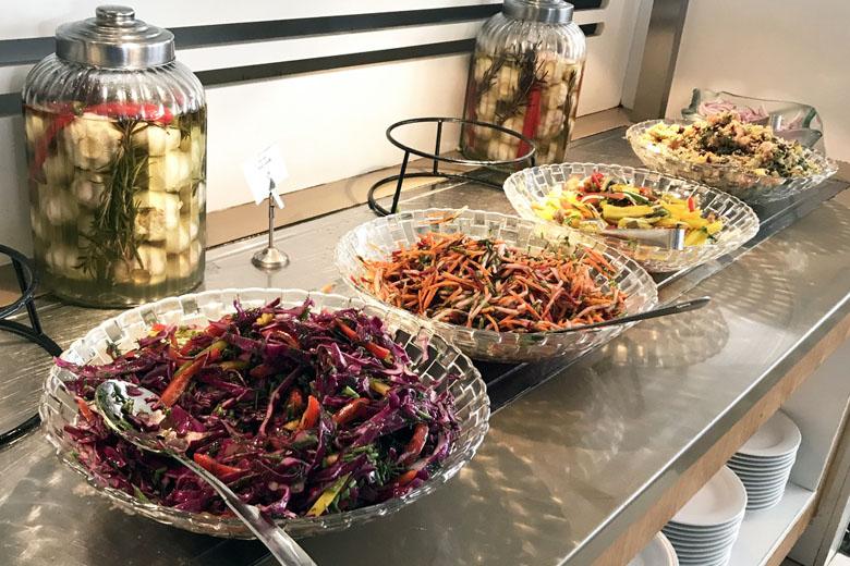 Café da manhã israelense - saladas