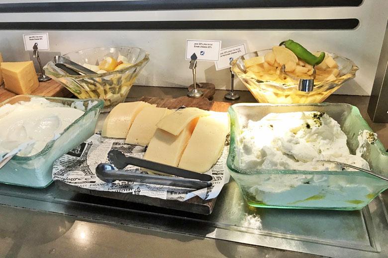 Café da manhã israelense - queijos