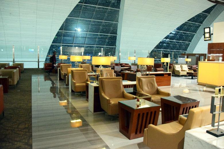 Ambientes da Emirates Business Class Lounge no Aeroporto de Dubai
