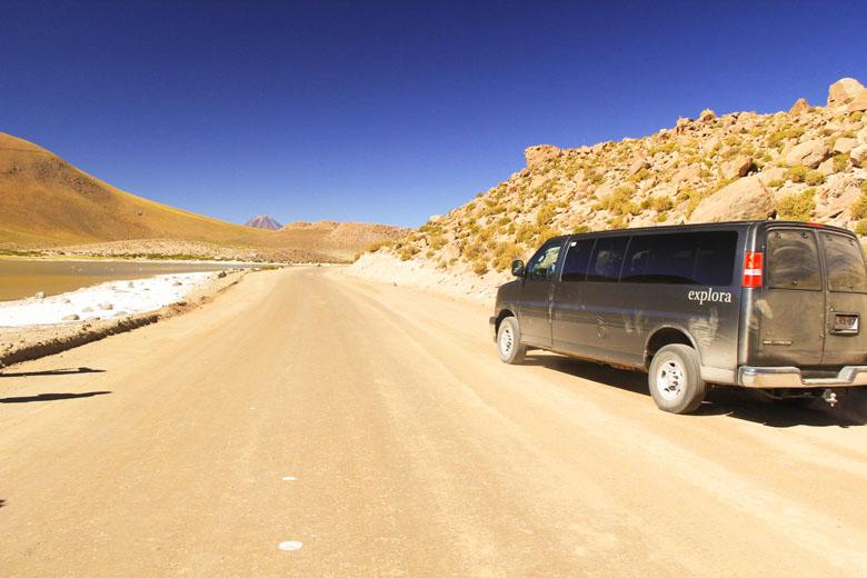 A van que leva os hóspedes para as explorações no deserto. Os passeios são o grande diferencial do explora Atacama.