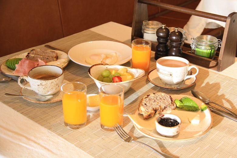 Café da manhã com muita variedade.