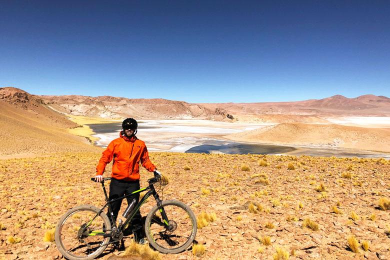 Passeio de bicicleta imperdível pelo deserto.