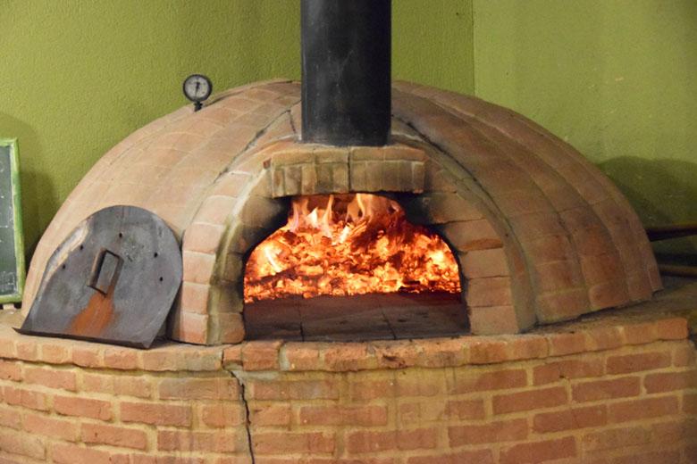 Restaurante Antúrios - forno de pizza