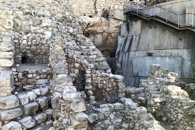 O quarto queimado (the burnt room) - ruínas do cômodo de uma casa destruída pelo fogo durante a destruição de Jerusalém pelo rei babilônio Nabucodonosor.