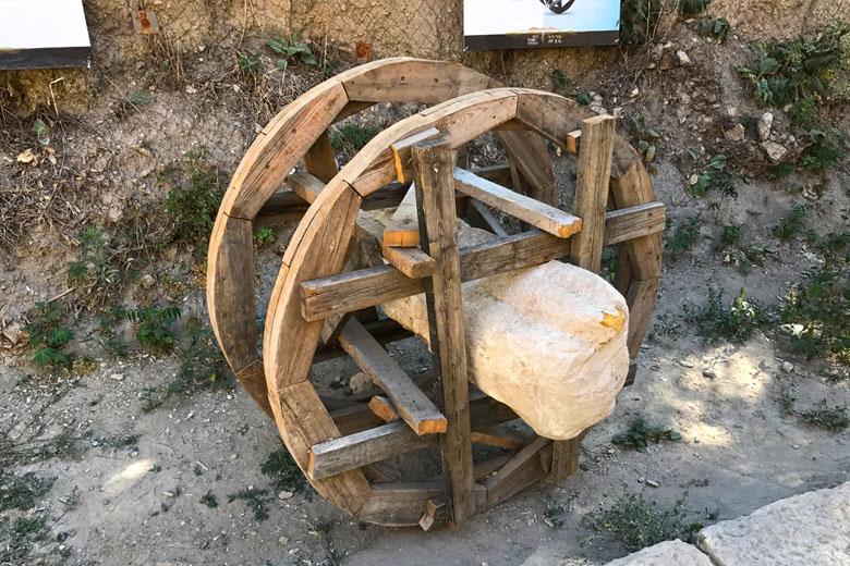 Demonstração de como rochas grandes eram transportadas.