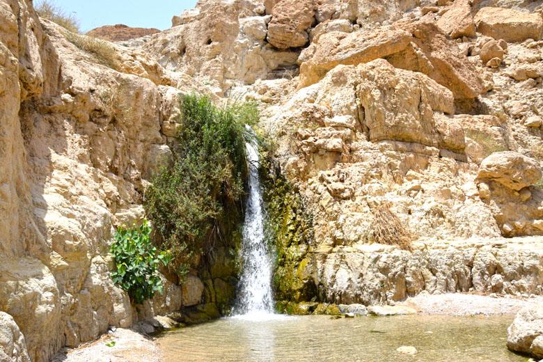 Primeira cachoeira da trilha de Wadi David.