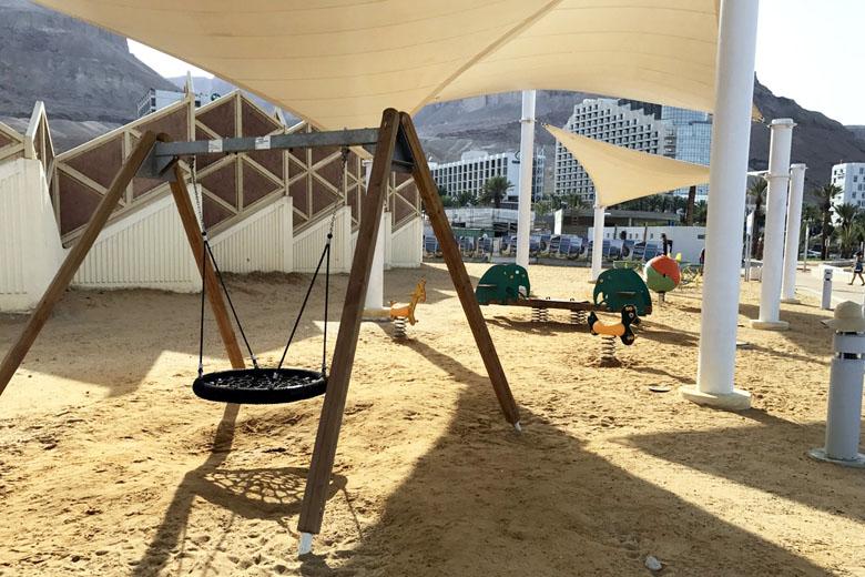 Praia de Ein Bokek: parquinho infantil.