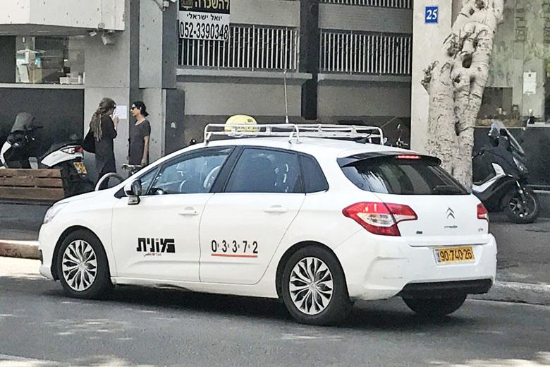 Foto de um táxi.
