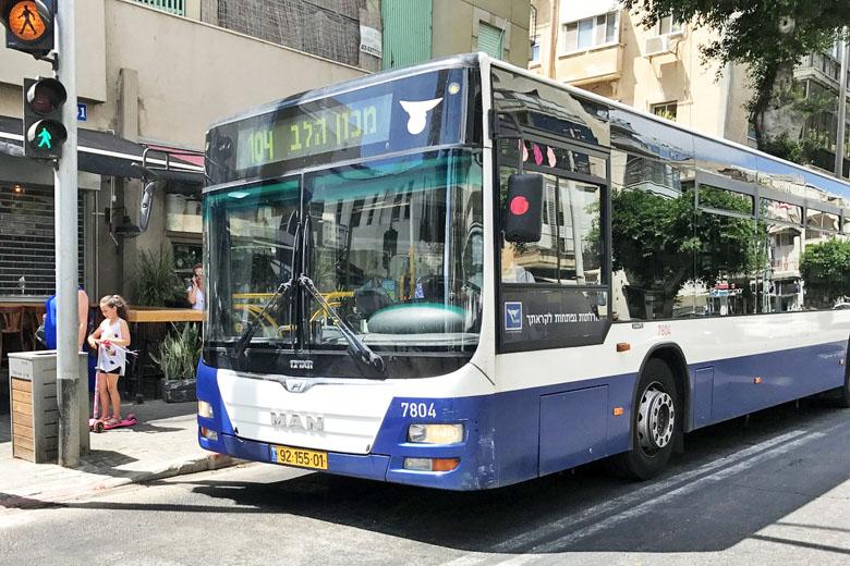 Ônibus urbano em Tel Aviv.