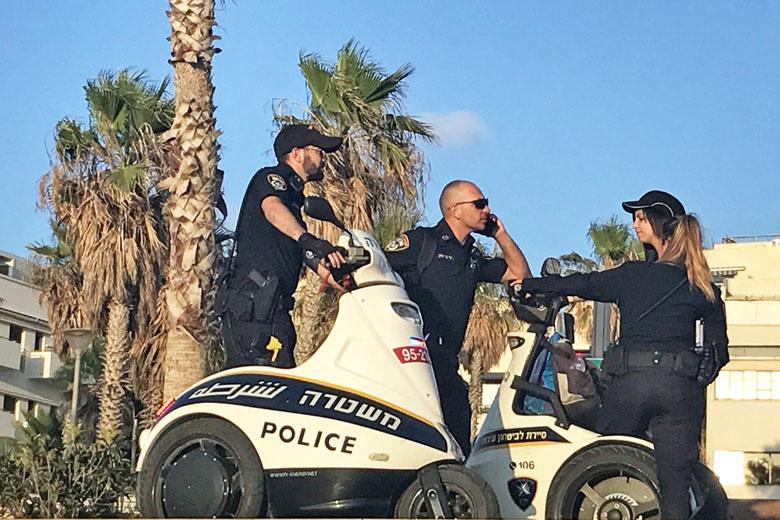 Policiamento na orla de Tel Aviv.