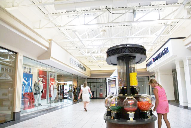 Discover the amazing shops at Fashion Outlets of Niagara Falls USA. Featuring shops and restaurants the whole family will enjoy!