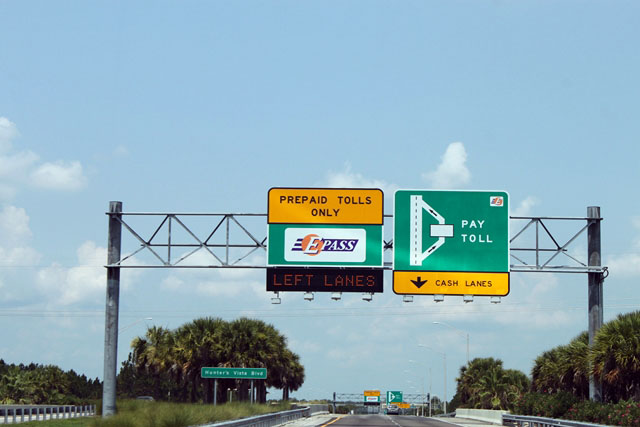 A estrada é ótima, bem sinalizada, com muitas e grandes placas. Não é uma  estrada bonita. Pelo caminho há postos de gasolina e opções para  alimentação. f7c954585a