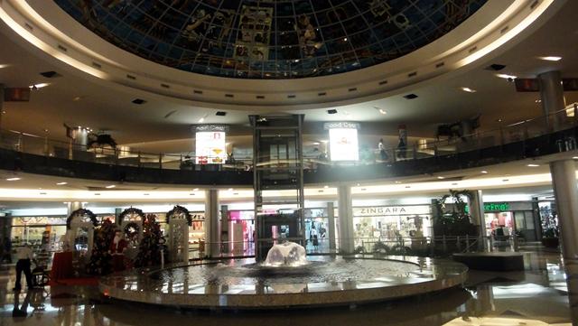 Shopping Kukulcan Plaza  O shopping mais bonito de Cancún • Falando ... 7df6c40ac8